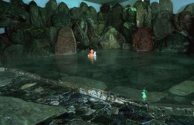 大巨石風呂 「呼鳥門」